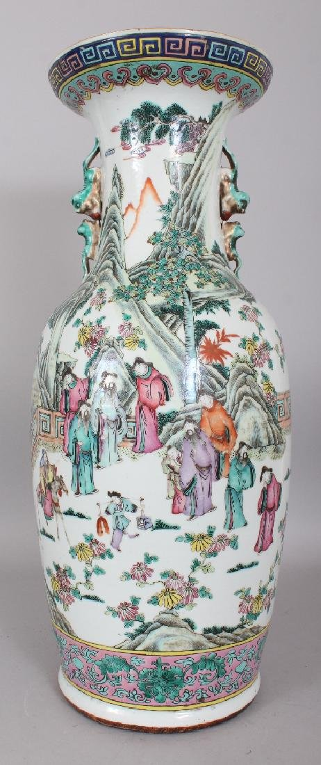 A LARGE 19TH CENTURY CHINESE FAMILLE ROSE PORCELAIN