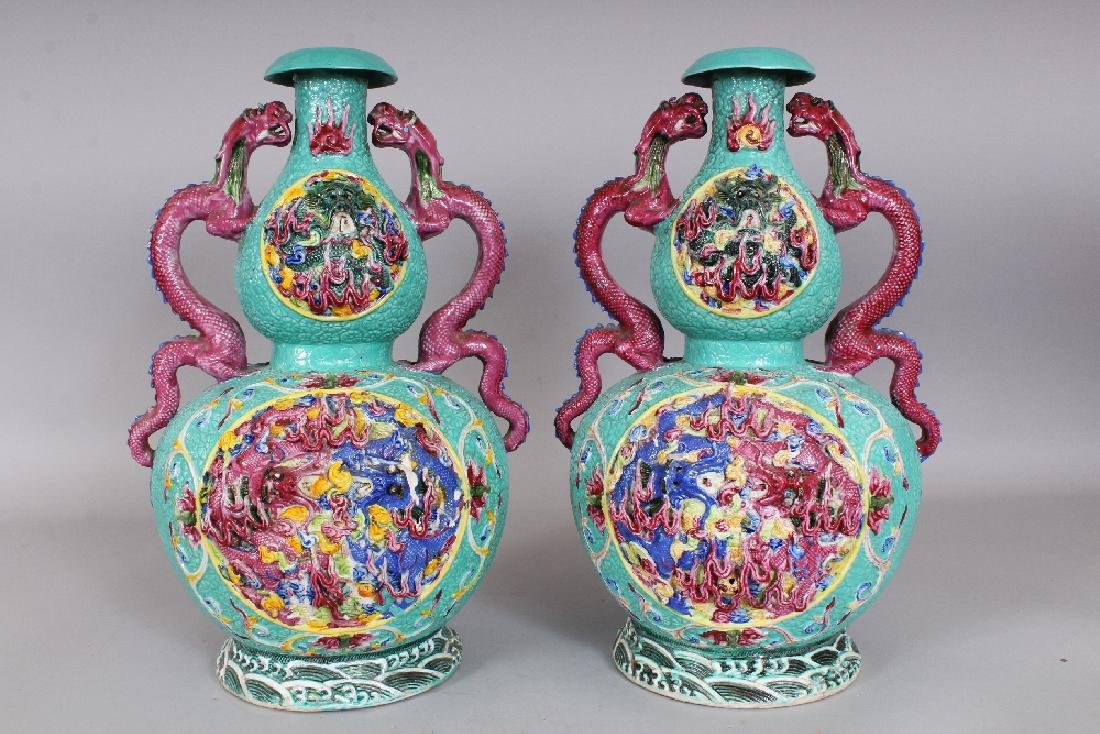 A LARGE PAIR OF 19TH/20TH CENTURY CHINESE FAMILLE ROSE - 3