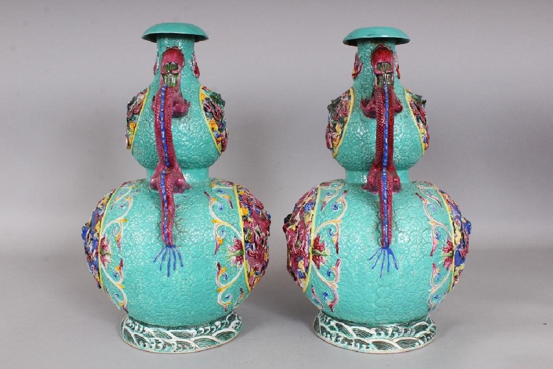 A LARGE PAIR OF 19TH/20TH CENTURY CHINESE FAMILLE ROSE - 4
