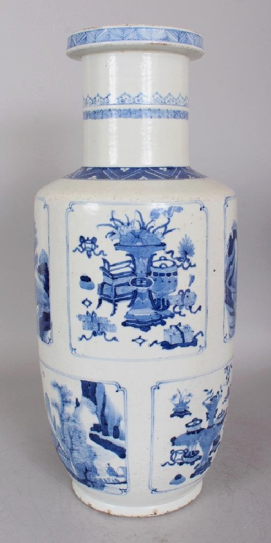 A CHINESE KANGXI STYLE BLUE & WHITE PORCELAIN ROULEAU