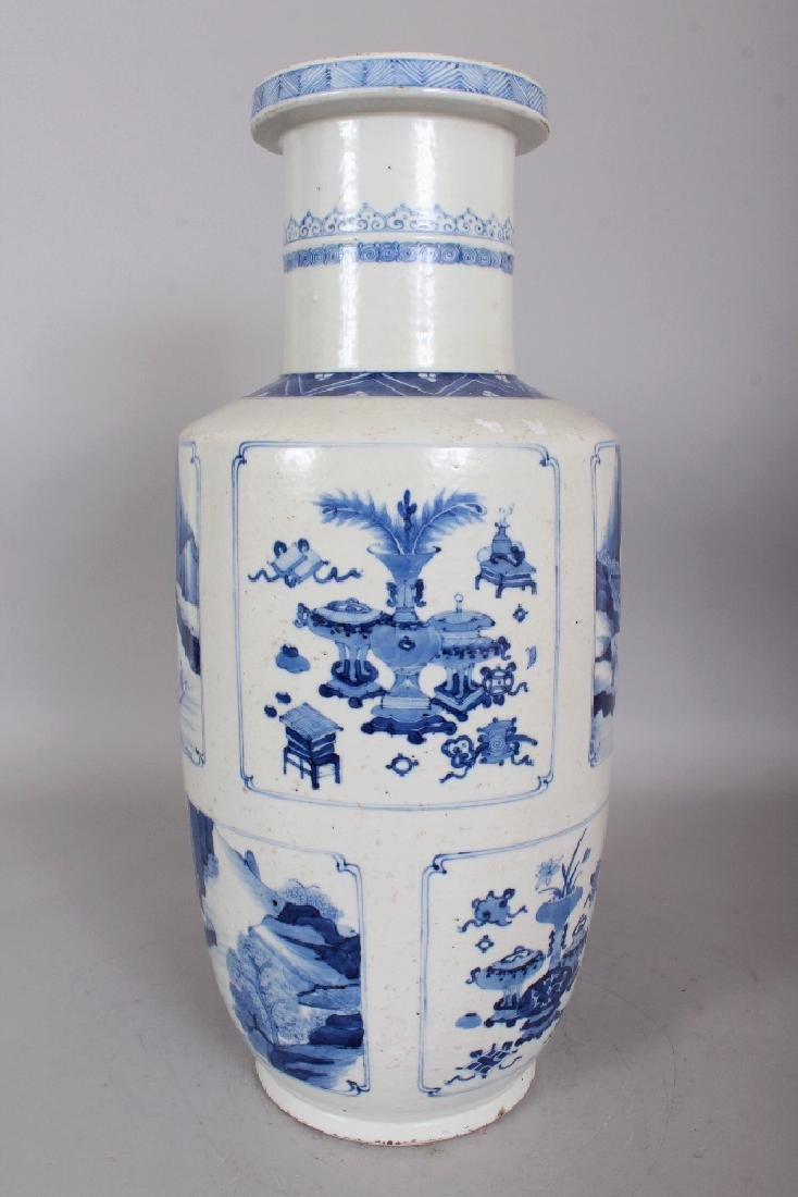 A CHINESE KANGXI STYLE BLUE & WHITE PORCELAIN ROULEAU - 3