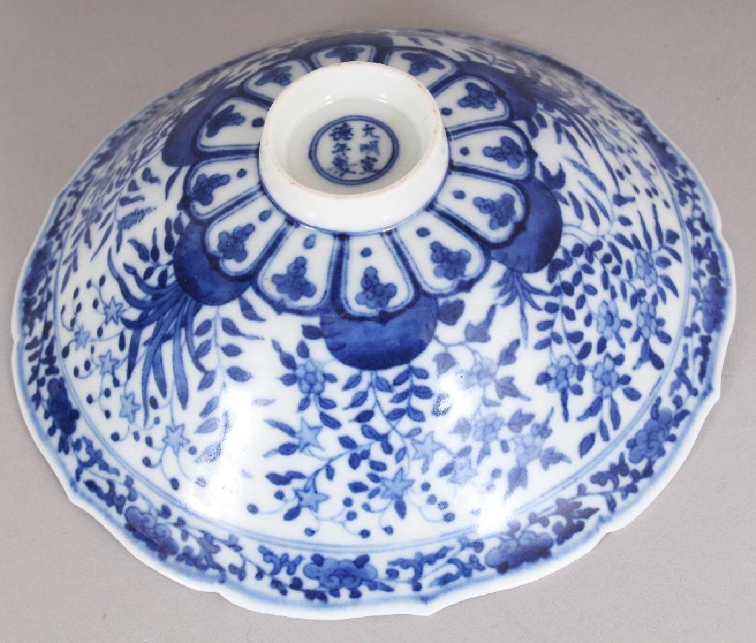 A SMALL CHINESE MING STYLE BLUE & WHITE PORCELAIN BOWL, - 5