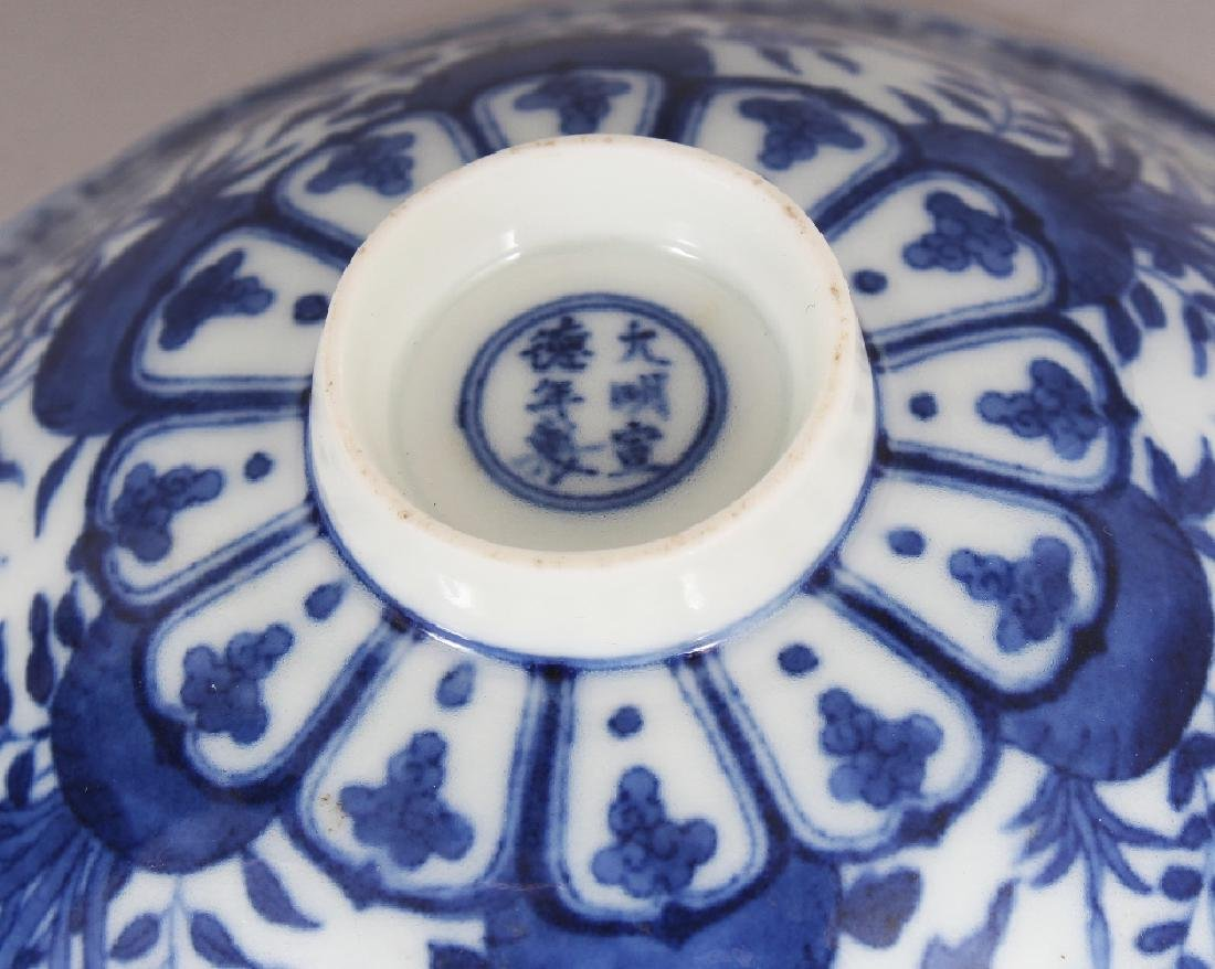 A SMALL CHINESE MING STYLE BLUE & WHITE PORCELAIN BOWL, - 6