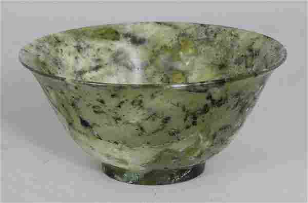 AN EARLY 20TH CENTURY CHINESE JADE-LIKE HARDSTONE BOWL,