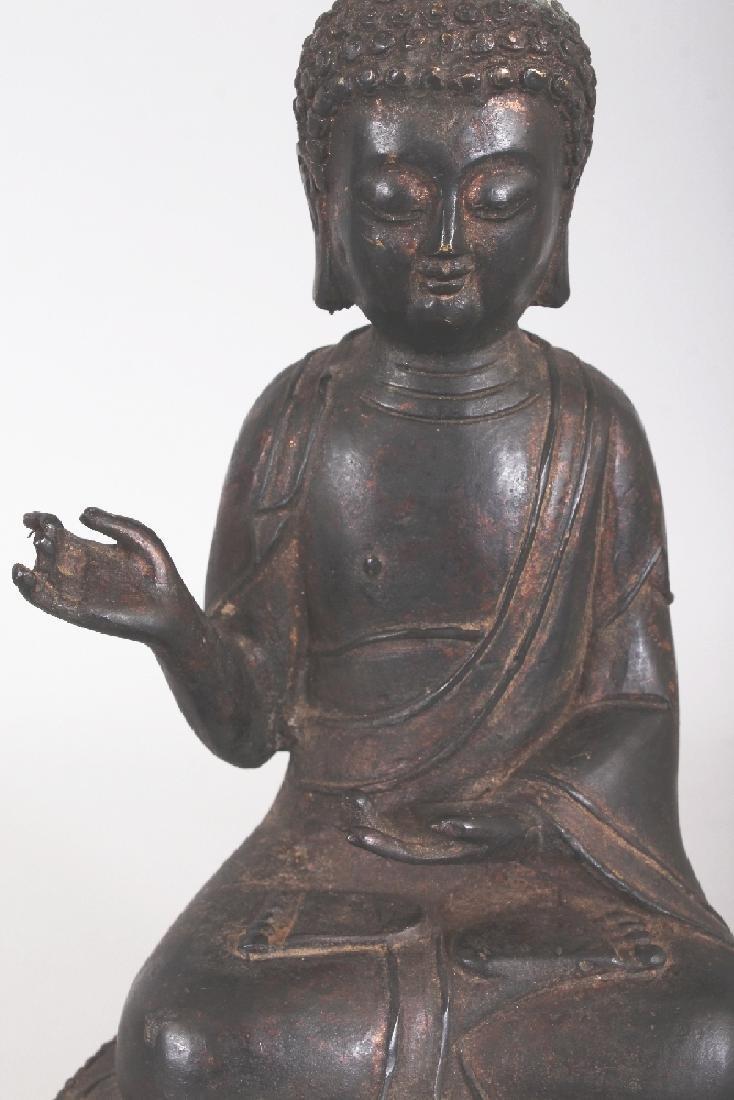 A SINO-TIBETAN BRONZE BUDDHA, seated in dhyanasana on a - 5