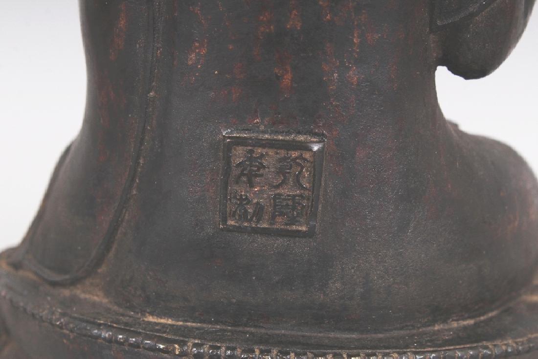 A SINO-TIBETAN BRONZE BUDDHA, seated in dhyanasana on a - 7