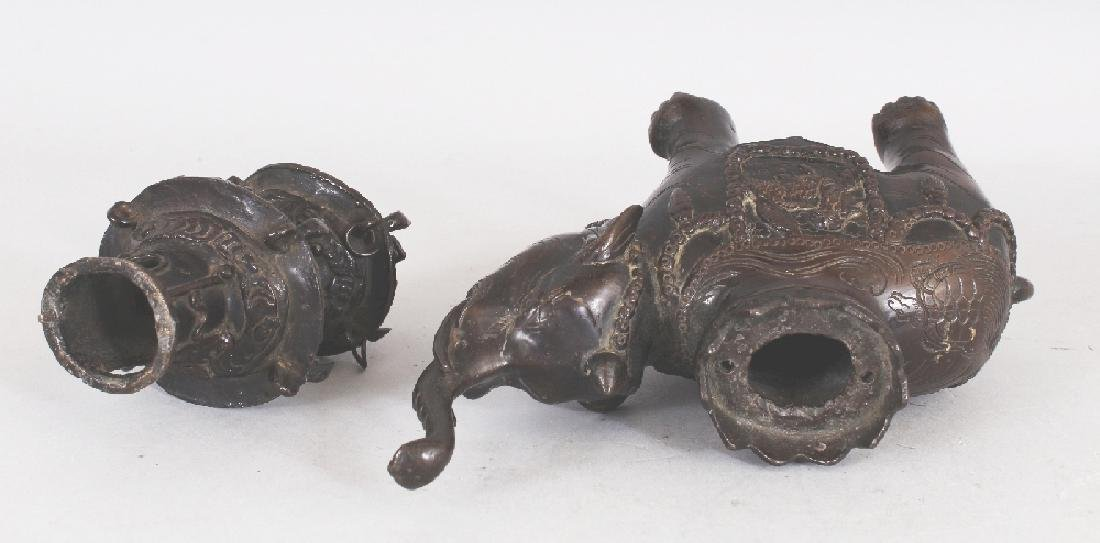 A GOOD 18TH/19TH CENTURY CHINESE BRONZE CENSER & COVER, - 9