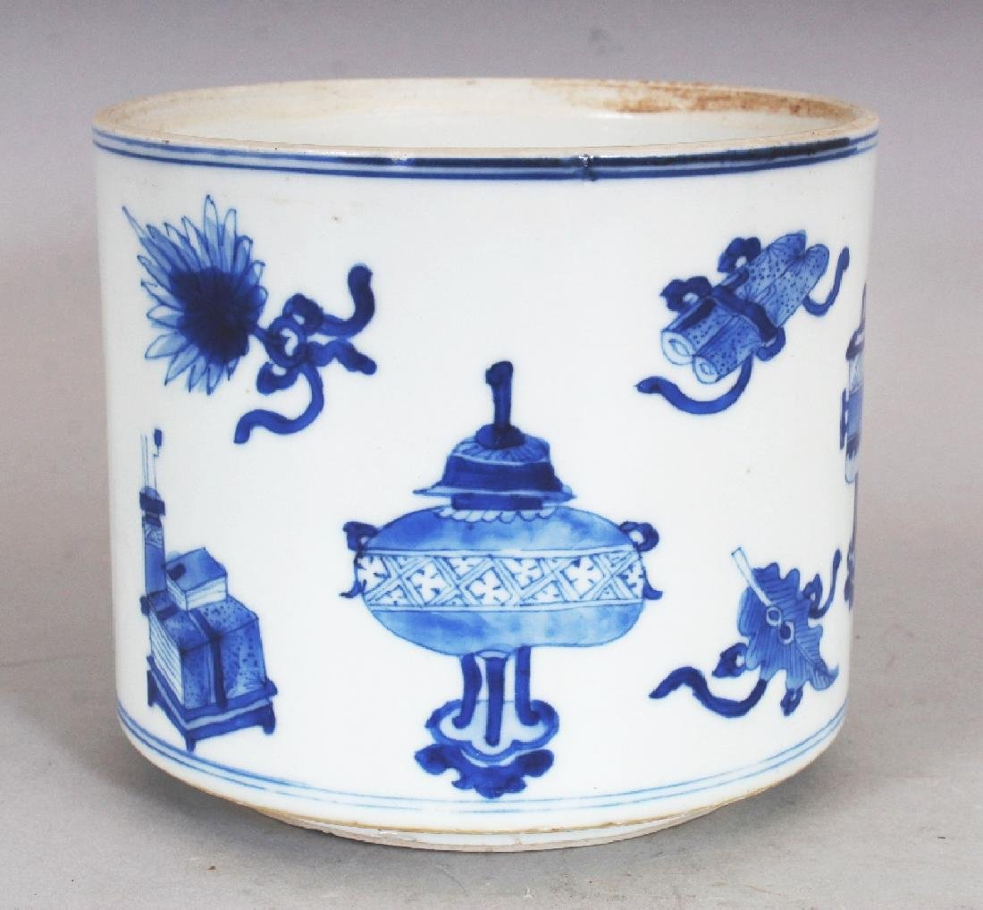 A GOOD QUALITY CHINESE KANGXI PERIOD BLUE & WHITE