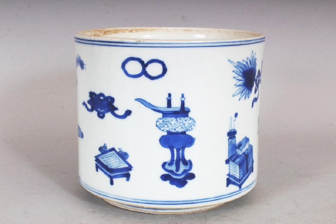 A GOOD QUALITY CHINESE KANGXI PERIOD BLUE & WHITE - 2