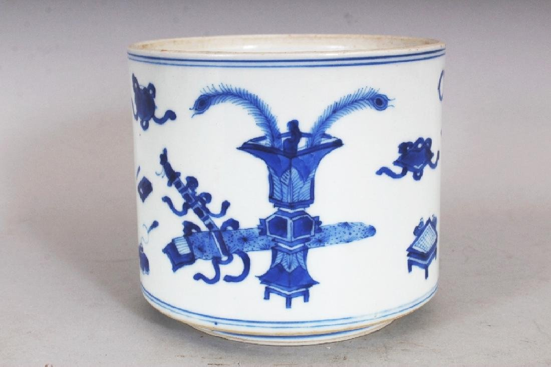 A GOOD QUALITY CHINESE KANGXI PERIOD BLUE & WHITE - 3
