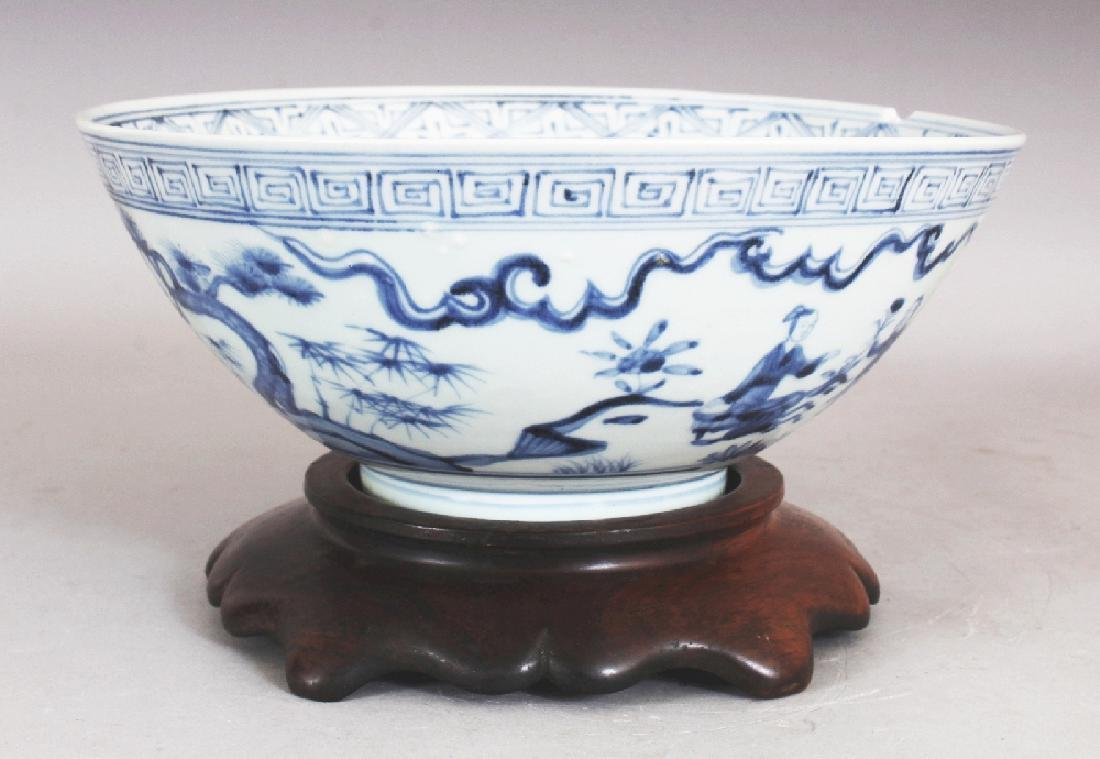 A CHINESE MING STYLE BLUE & WHITE PORCELAIN BOWL,