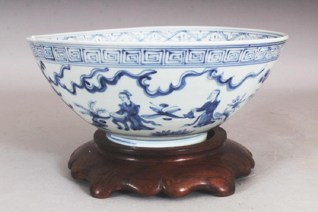 A CHINESE MING STYLE BLUE & WHITE PORCELAIN BOWL, - 3