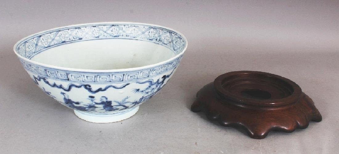A CHINESE MING STYLE BLUE & WHITE PORCELAIN BOWL, - 6