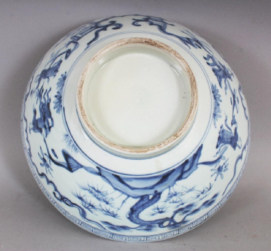 A CHINESE MING STYLE BLUE & WHITE PORCELAIN BOWL, - 8