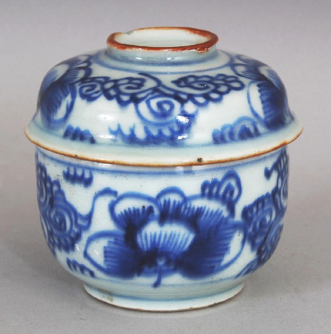 A SMALL 18TH CENTURY CHINESE BLUE & WHITE PROVINCIAL