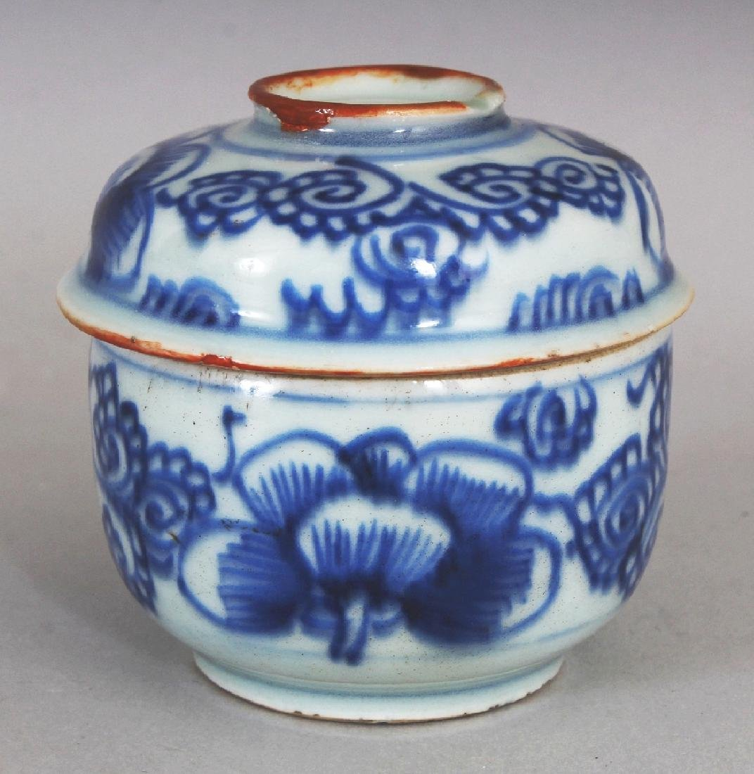 A SMALL 18TH CENTURY CHINESE BLUE & WHITE PROVINCIAL - 3