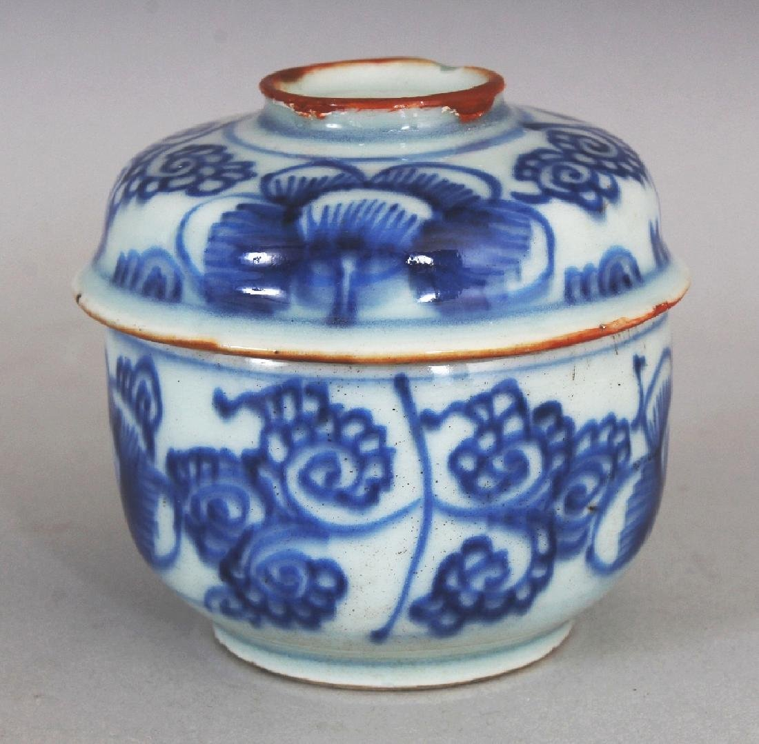 A SMALL 18TH CENTURY CHINESE BLUE & WHITE PROVINCIAL - 4