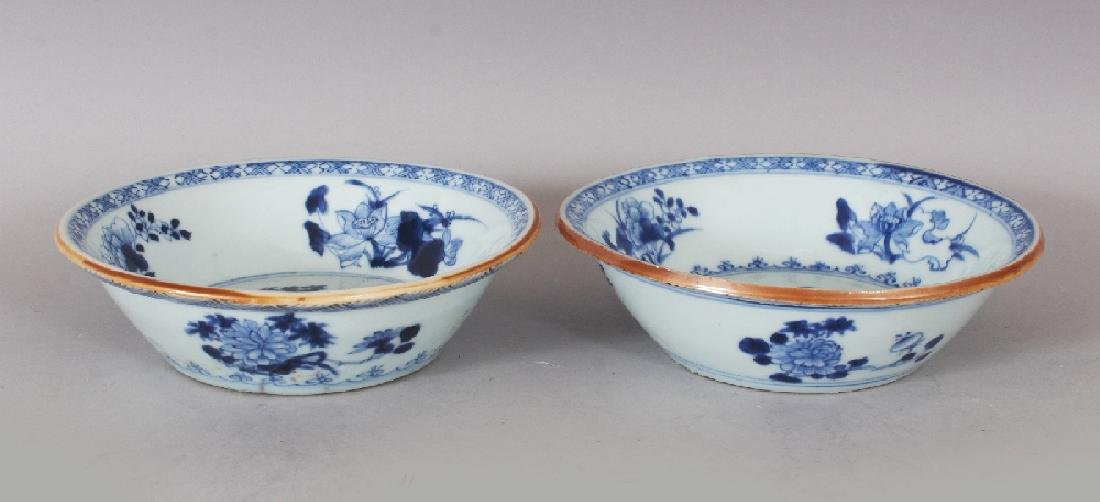A PAIR OF EARLY 20TH CENTURY CHINESE BLUE & WHITE