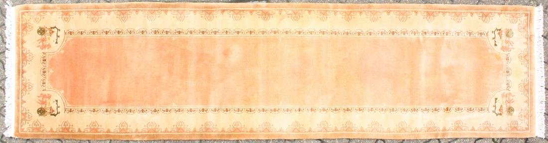 A GOOD CHINESE WOOL RUNNER RUG.  9ft 9ins x 2ft 7ins.