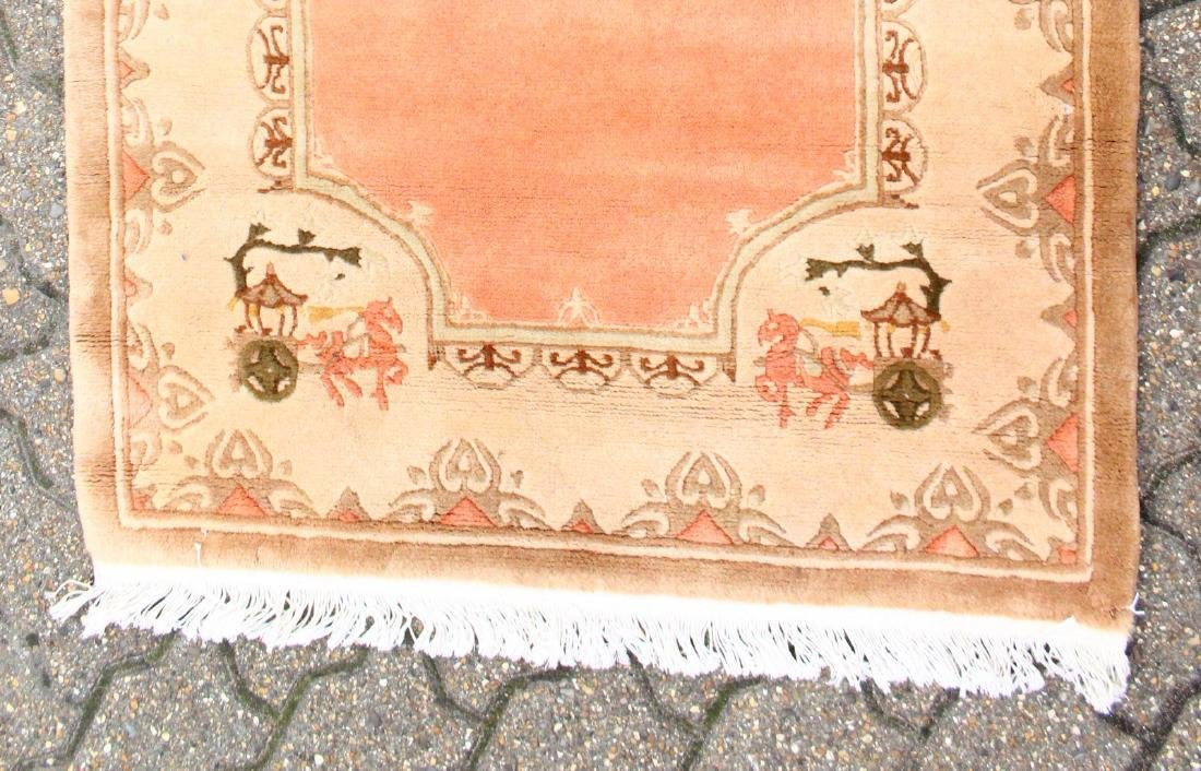 A GOOD CHINESE WOOL RUNNER RUG.  9ft 9ins x 2ft 7ins. - 2
