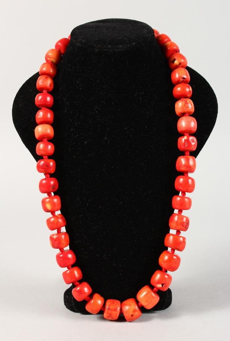 A HEAVY CORAL BEAD NECKLACE.