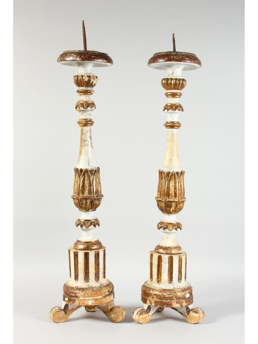 A PAIR OF 18TH CENTURY ITALIAN CARVED WOOD AND PAINTED