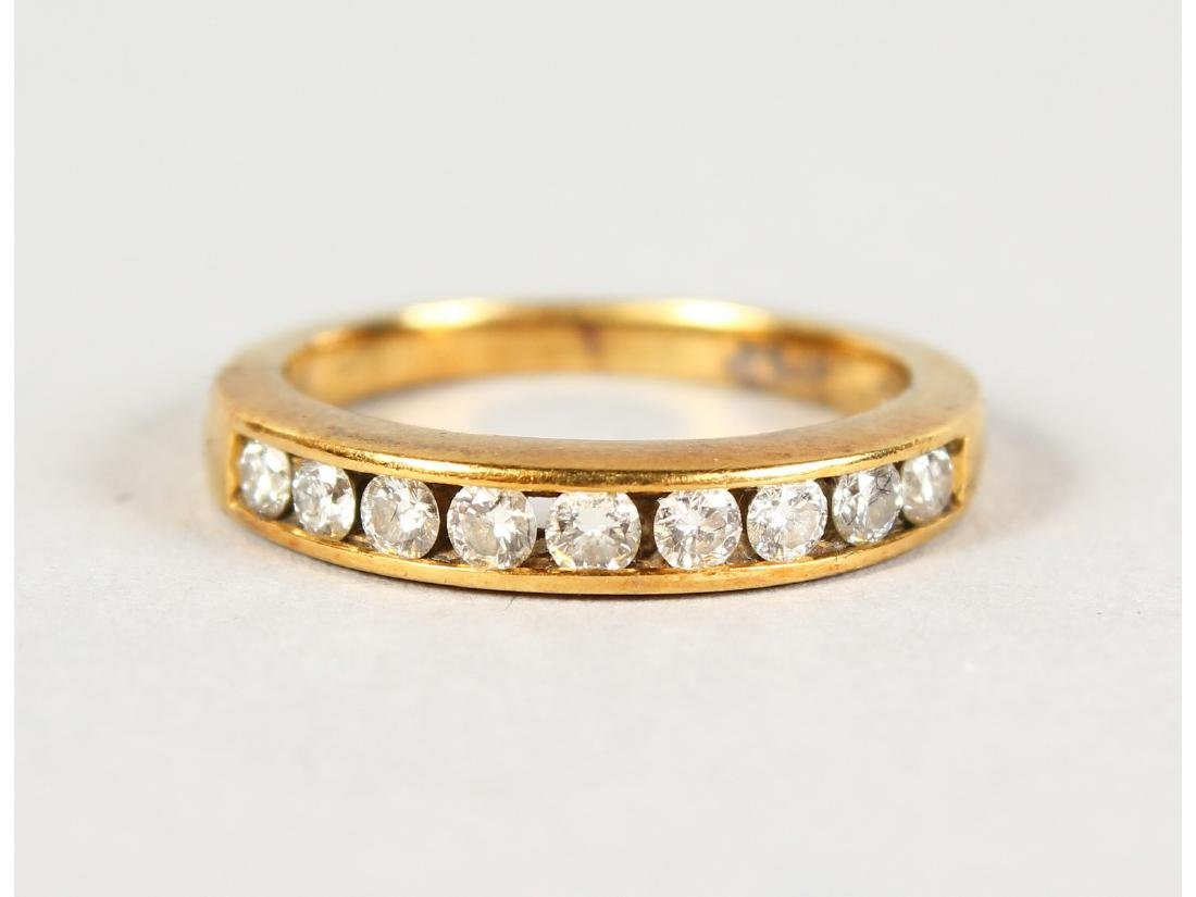 AN 18CT GOLD SEVEN STONE DIAMOND RING.