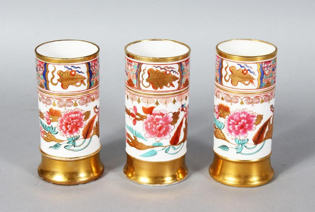 A FINE 19TH CENTURY SET OF THREE SPODE SPILL VASES in