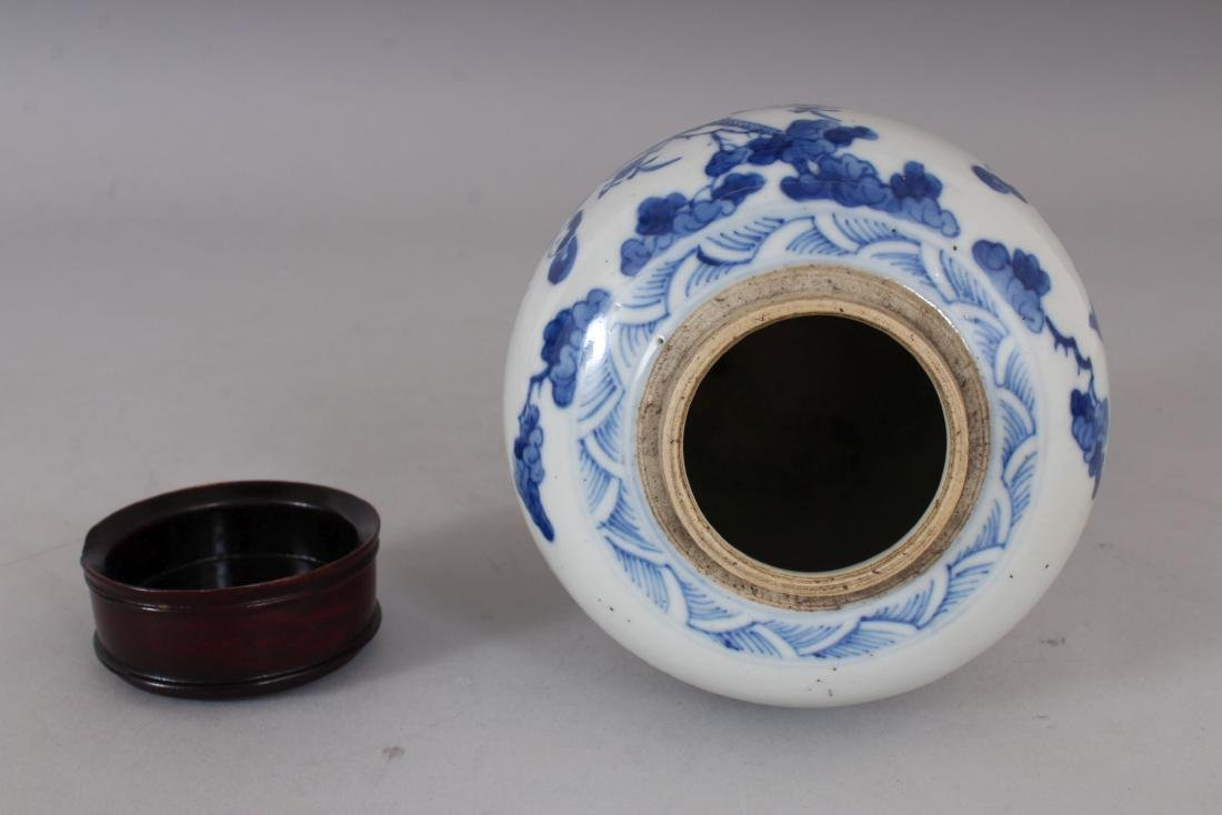 A CHINESE BLUE AND WHITE GINGER JAR AND COVER.  6ins - 3