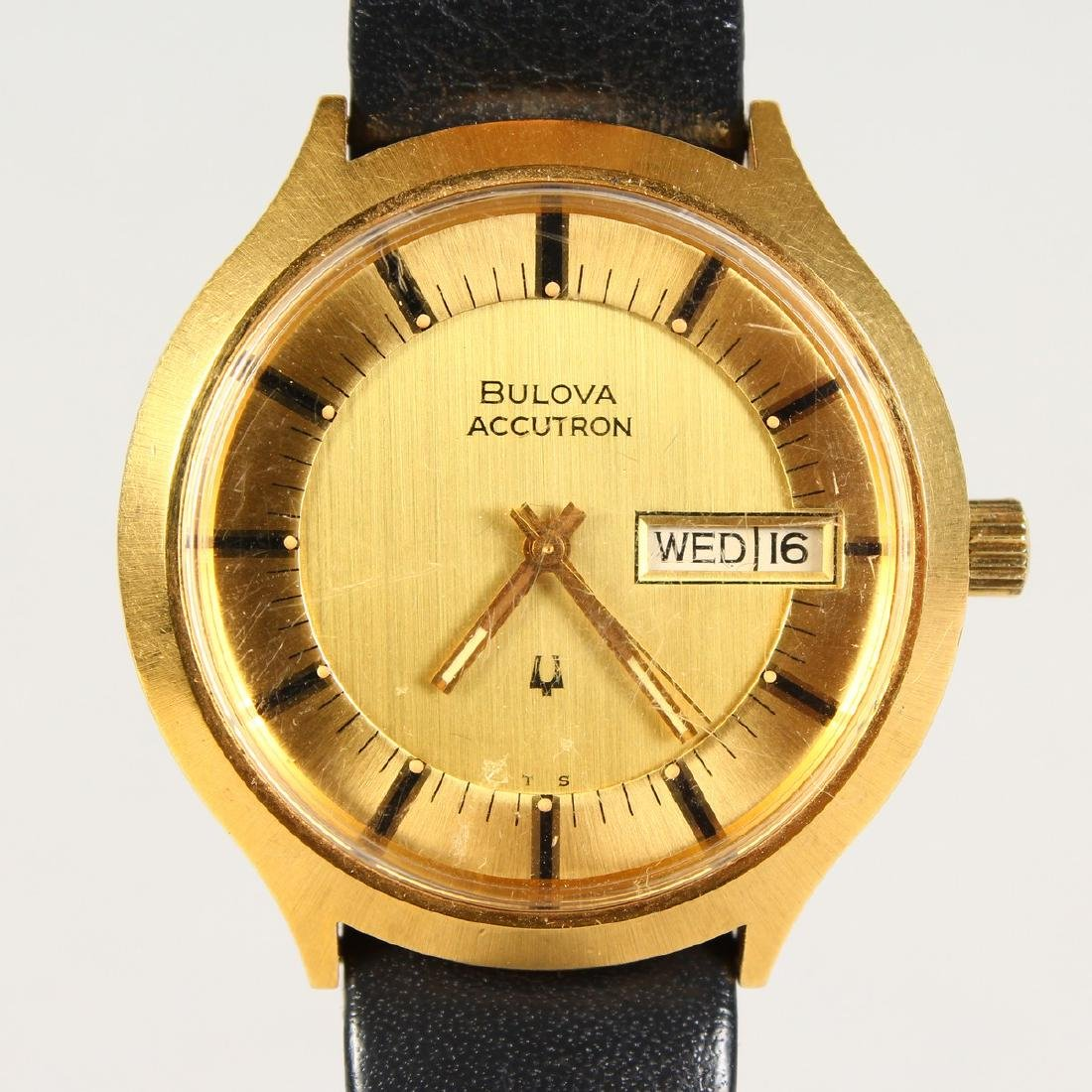 A GENTS VINTAGE BULOVA ACCUTRON WATCH with day-date