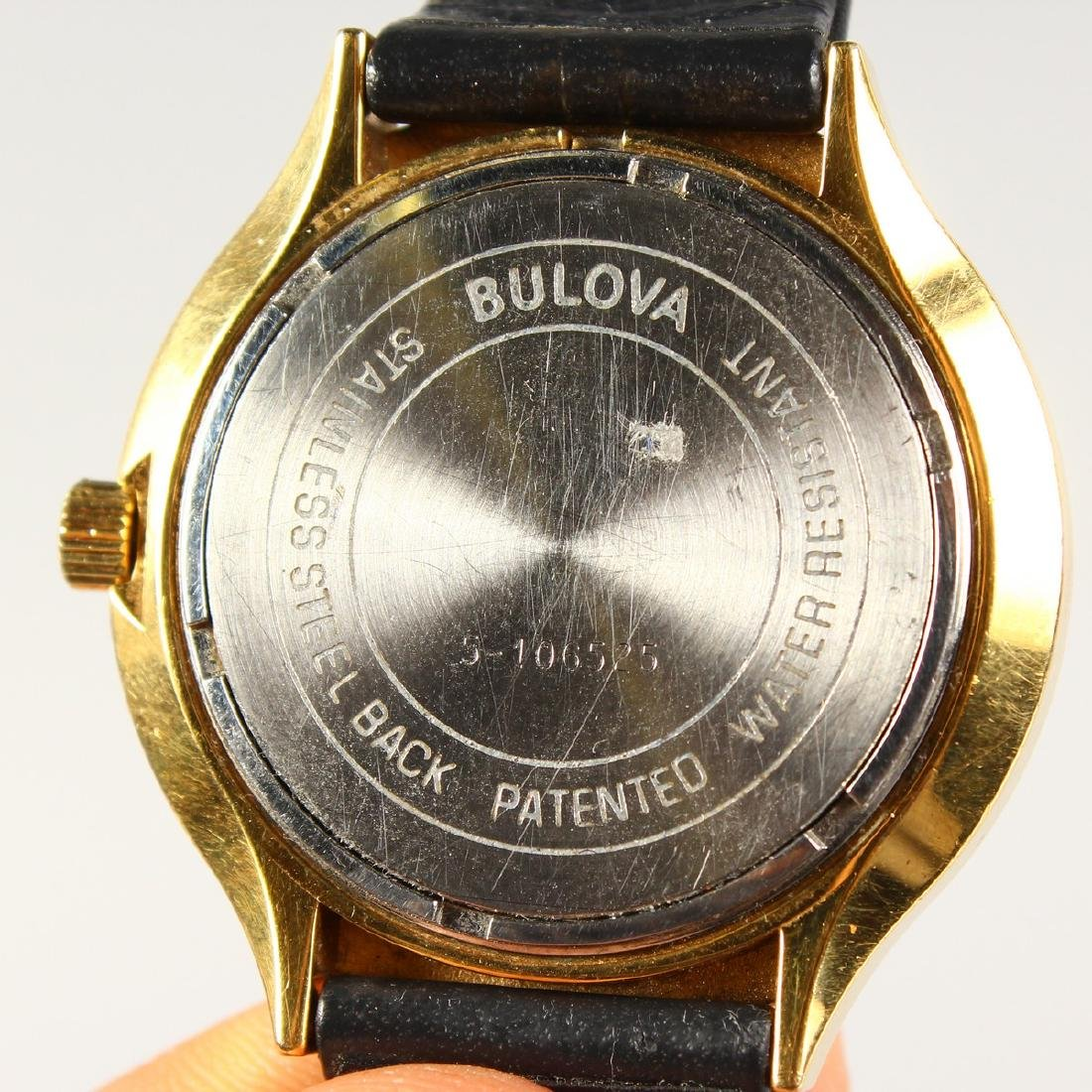 A GENTS VINTAGE BULOVA ACCUTRON WATCH with day-date - 3