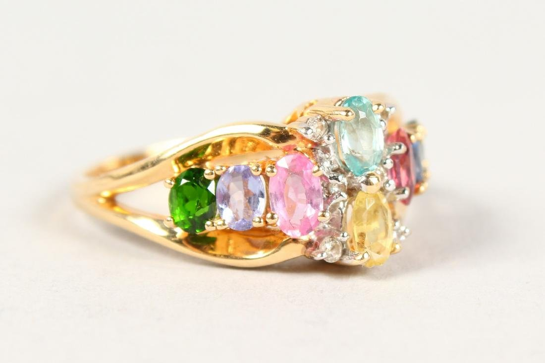 AN 18CT GOLD MULTI-COLOUR RING.