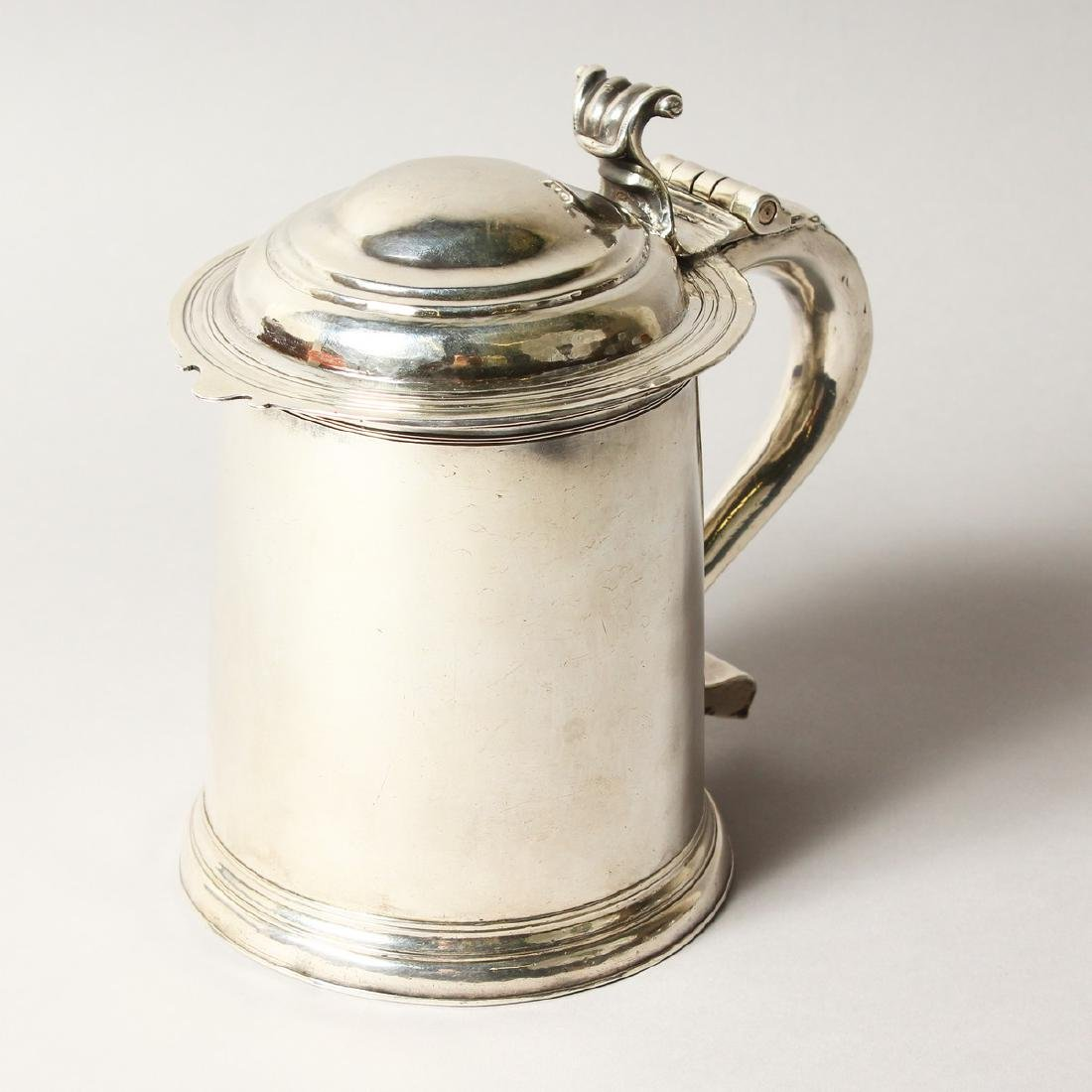 A VERY GOOD QUEEN ANNE TAPERING TANKARD, with domed top