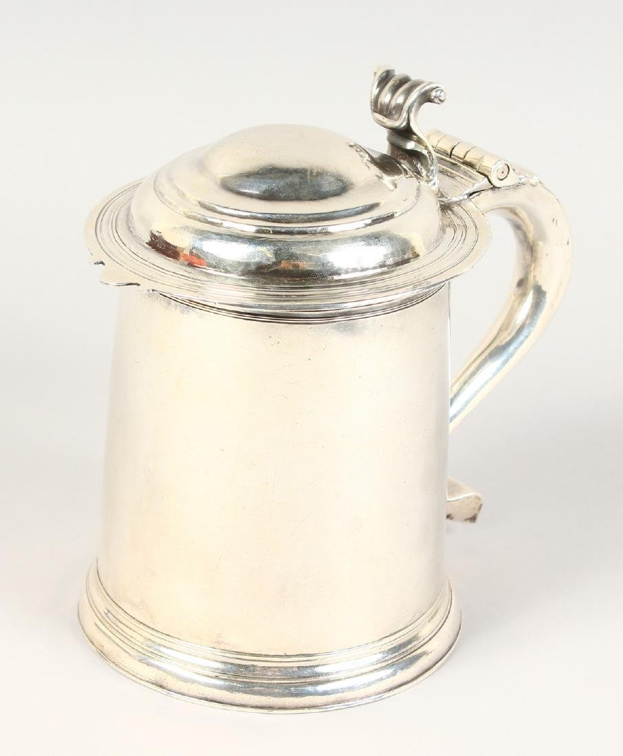 A VERY GOOD QUEEN ANNE TAPERING TANKARD, with domed top - 2