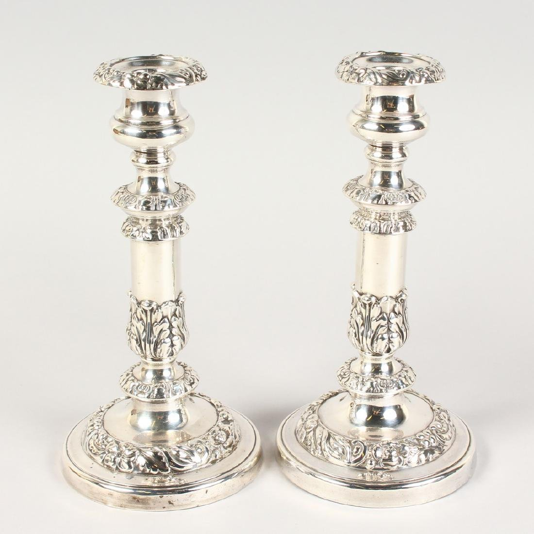 A PAIR OF GEORGE III CIRCULAR CANDLESTICKS, with wooden