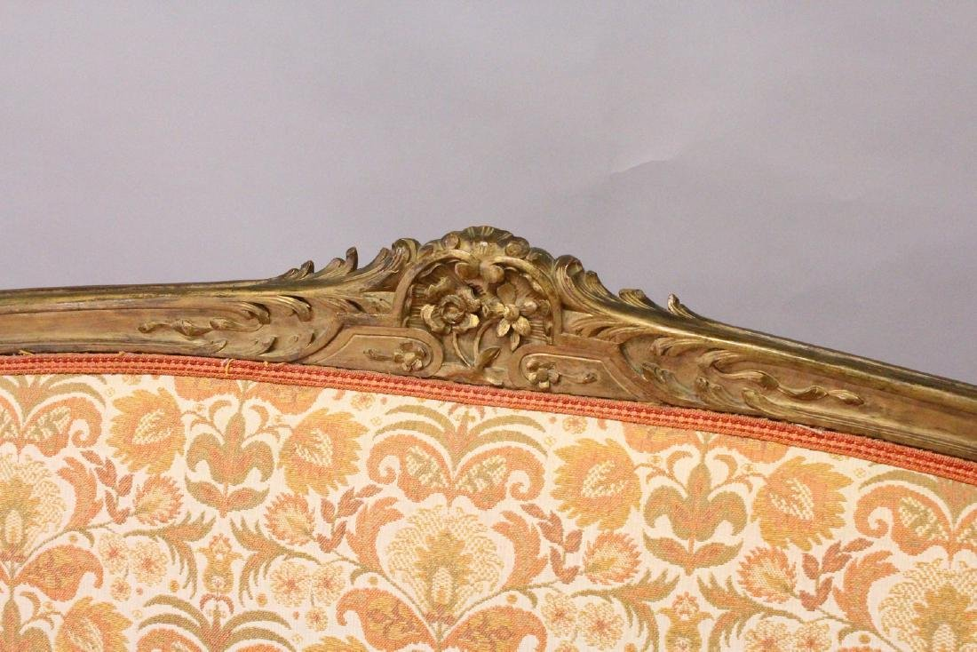A 19TH CENTURY FRENCH SETTEE, with carved and gilded - 3