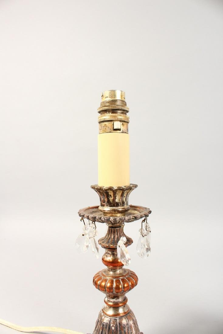 A PAIR OF METAL LAMPS with prism drops and frosted - 3