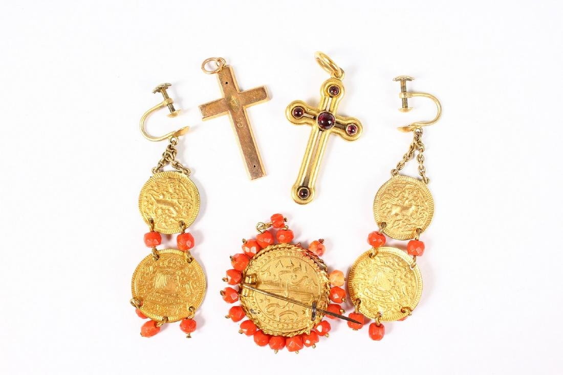 TWO GOLD CROSSES, COIN BROOCH AND DROP EARRINGS. - 2