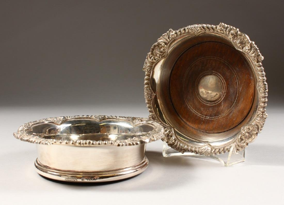 A SILVER WINE COASTER, with turned wood base, Sheffield