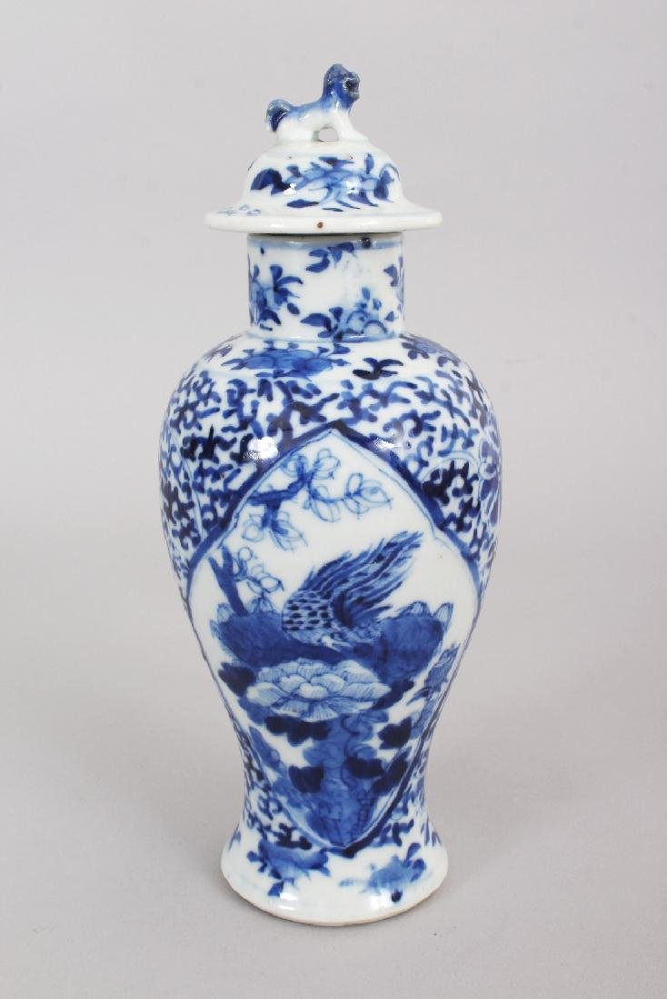 A 19TH CENTURY CHINESE BLUE & WHITE PORCELAIN VASE & - 3