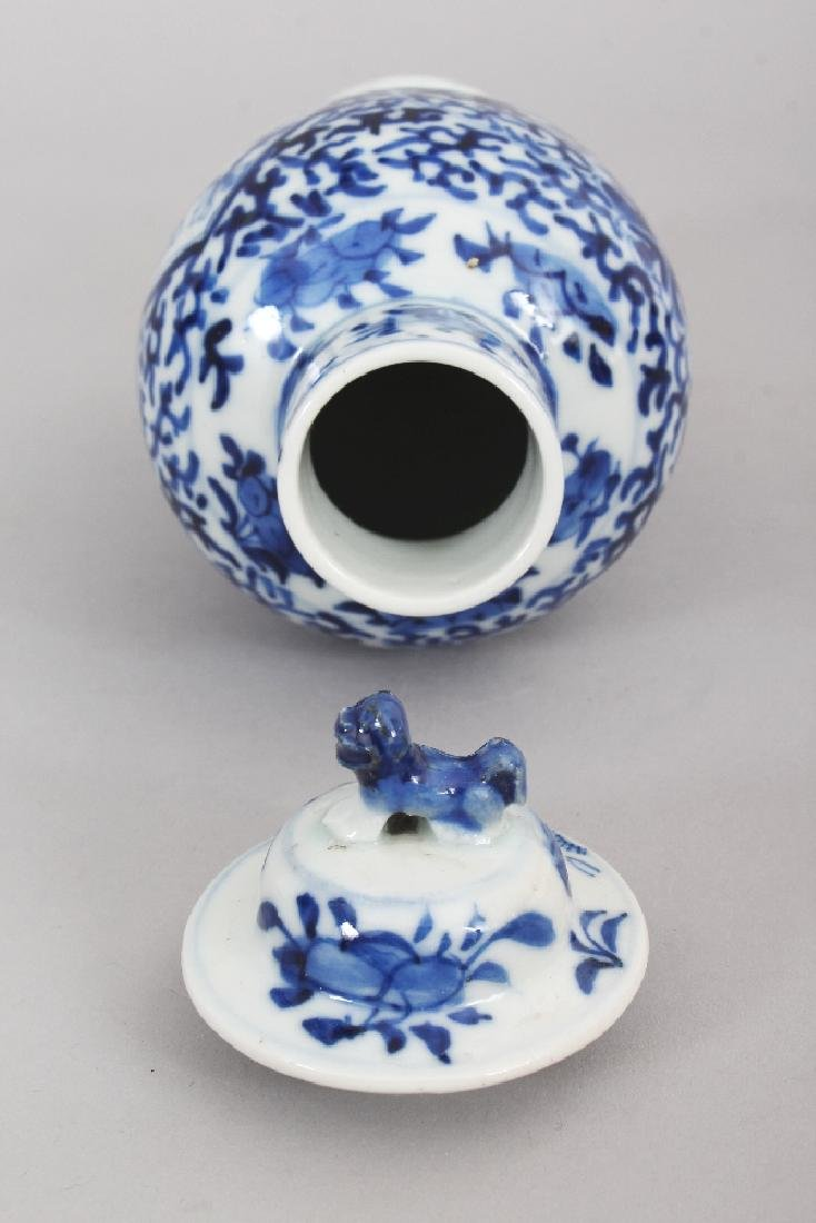 A 19TH CENTURY CHINESE BLUE & WHITE PORCELAIN VASE & - 6