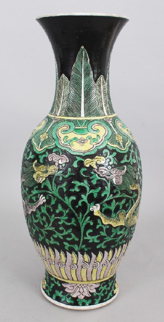 A LARGE 19TH CENTURY CHINESE FAMILLE VERTE BLACK GROUND