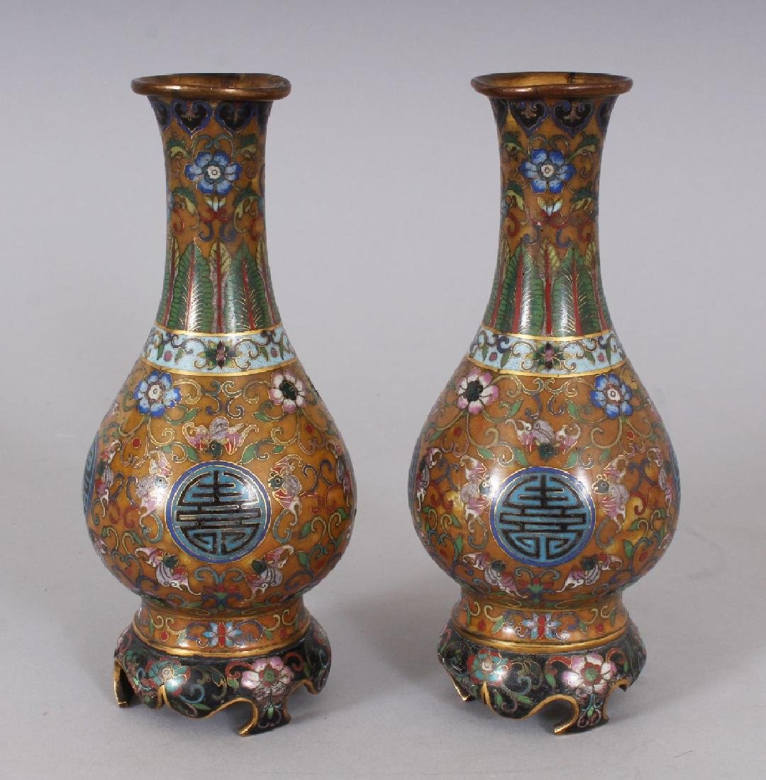 AN EARLY 20TH CENTURY PAIR OF GOOD QUALITY CHINESE