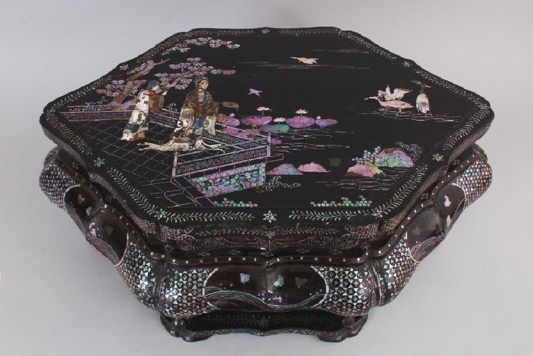 A LARGE 18TH/19TH CENTURY CHINESE LAC BURGAUTE - 2