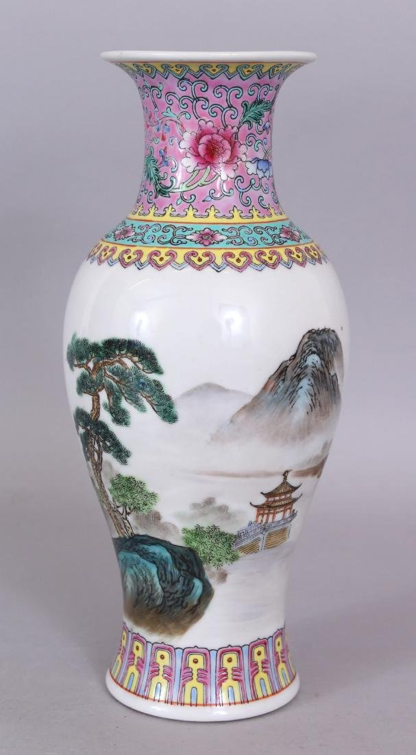 A 20TH CENTURY CHINESE FAMILLE ROSE PORCELAIN VASE,