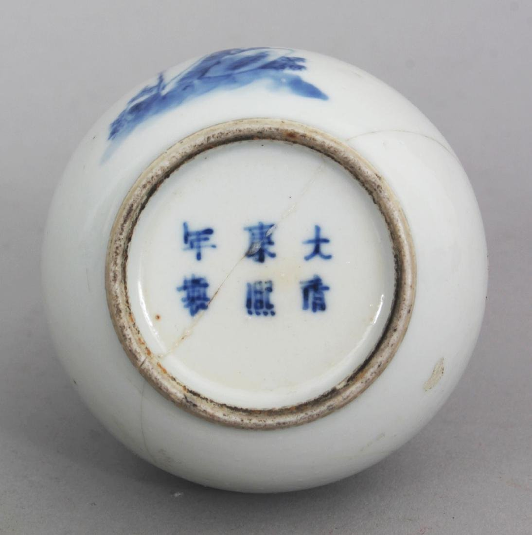 A SMALL 19TH CENTURY CHINESE BLUE & WHITE DOUBLE GOURD - 5