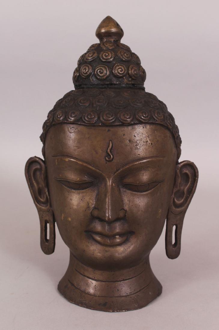A 20TH CENTURY THAI BRONZE HEAD OF BUDDHA, 11.75in