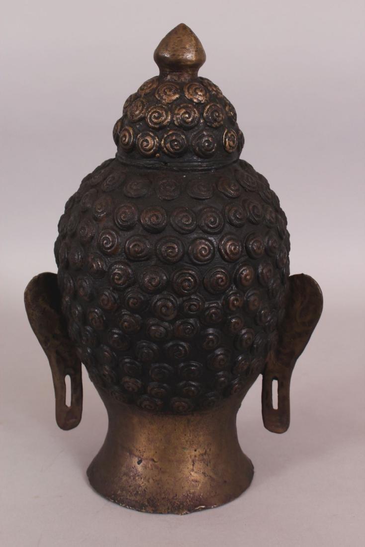 A 20TH CENTURY THAI BRONZE HEAD OF BUDDHA, 11.75in - 3