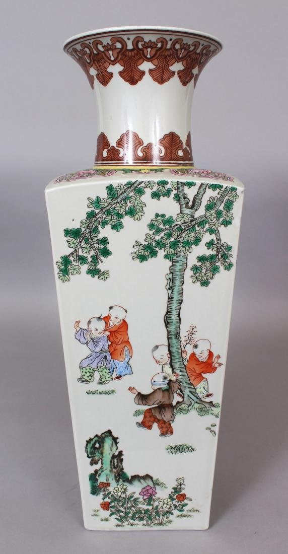 A CHINESE FAMILLE ROSE PORCELAIN VASE, the sides
