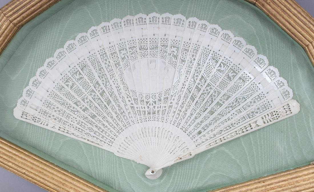 AN EARLY 20TH CENTURY CHINESE POLISHED BONE FAN, - 2